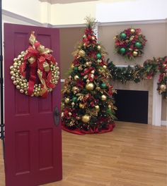 Christmas Wreath- Add a Ball wreath to your door with a Show Me Bow to welcome Guests for #Christmas!  Coupon Code XMAS1 for 20% off at http://www.showmedecorating.com/products/ball-wreaths