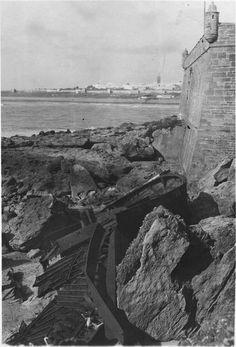 Rabat  Le bateau Marc-Aurèle échoué sur les rochers de la plage de Rabat, en arrière-plan Salé  1916.05.11