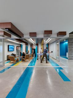 LinkedIn, the world's most popular professional social network recently opened a new officein Toronto's Eaton Centre Towers. The space was designed in a modern style byIA Interior Architectsandincludes: multiple collaboration ... Read More