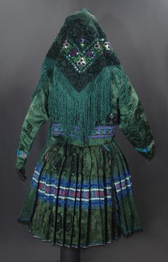 Czech & Slovak Folk Costumes for Sale Russian Fashion, Russian Style, Costumes Around The World, Monochrome Outfit, Costumes For Sale, Clothing And Textile, Folk Costume, Traditional Dresses, Cool Outfits