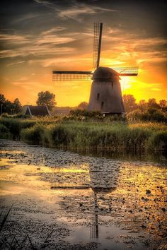 Molen in Oudorp Farm Photography, Landscape Photography, Windmill Drawing, Best American Road Trips, Places Around The World, Around The Worlds, Amsterdam Photos, Old Windmills, Holland Netherlands