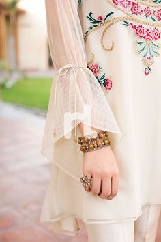 #Sleeves #long #knot Simple Dresses, Beautiful Dresses, Nice Dresses, Casual Dresses, Fashion Dresses, Kurti Sleeves Design, Sleeves Designs For Dresses, Sleeve Designs, Kurta Designs