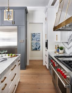 Dream Kitchen with Wolf & Subzero Appliances - This stunning kitchen with a full height marble backsplash and custom metal range hood is part of a - White Oak Kitchen, Waterfall Countertop, Home Luxury, Sub Zero Appliances, Modernisme, White Oak Floors, Kitchen Flooring, Oak Flooring, Kitchen Counters