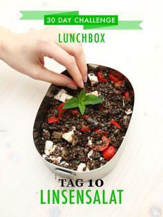 30 day challenge: Jeden Tag ein leckeres Mittagessen für die Büro-Lunchbox zubereiten. Heute Beluga Linsen mit Feta, Paprika und Minze.