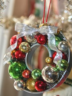 Isa Creative Musings: Vintage Ornaments and Molds Vintage Christmas Crafts, Retro Christmas Decorations, 3d Christmas, Christmas Ornaments To Make, Vintage Ornaments, Christmas Projects, Handmade Christmas, Holiday Crafts, Christmas Wreaths