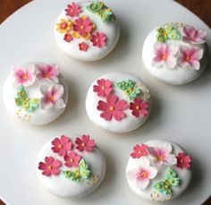 i love these beautiful cookies. Fancy Cookies, Iced Cookies, Biscuit Cookies, Cute Cookies, Cupcake Cookies, Sugar Cookies, Biscuit Decoration, Flower Cookies, Fondant Flowers