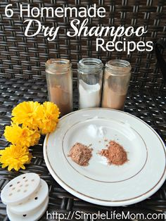 6 Homemade Dry Shampoo Recipes using arrowroot or clays and essential oils. Recipes for light dark or red hair so you can freshen your hair naturally. - Shampoo - Ideas of Shampoo Natural Dry Shampoo, Homemade Dry Shampoo, Diy Shampoo, Clarifying Shampoo, Homemade Hair, Homemade Conditioner, Honey Shampoo, Diy Makeup Primer, Dyi Makeup