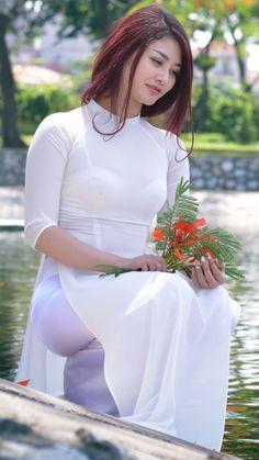 Ao Dai, Vietnamese Clothing, Vietnamese Dress, Vietnamese Traditional Dress, Traditional Dresses, Beautiful Girl Image, Beautiful Asian Women, Oriental Fashion, Asian Fashion