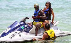 Intip Liburan Istri Seksi Bacary Sagna di Pantai Miami