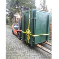 Just bought this big beast! In this beast I can fire ceramic of 140cm high. Weights around 2000kg!! #kiln #ceramic #green #beast #pottery #monster #massive #big