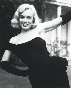 Mainbocher 1950s | Marilyn Monroe by André de Dienes, 1945.