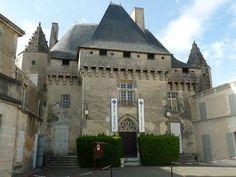 Barbezieux castle2 - Château de Barbezieux — Wikipédia