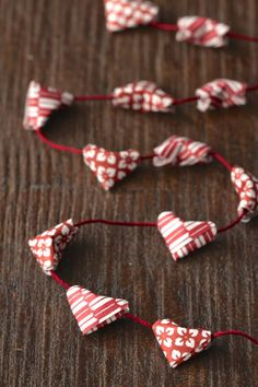 This origami heart garland is perfect for Valentine& Day or weddings. Make tiny kirigami hearts and string them on embroidery floss. Mini Origami, Origami Simple, Origami And Kirigami, Origami Love, Fabric Origami, Paper Crafts Origami, Paper Crafting, Heart Origami, Oragami