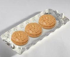 Acıbadem kurabiyesi özellikle çay saatlerinin sevilen bir tadı. Orijinali acıbademle hazırlansa da, acıbademin bulunmadığı zamanlar da normal badem...