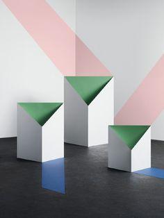 Shapes with Michael Bodiam - Sarah Parker Creative  > lijnen op achtergrond die gelijk lopen met product
