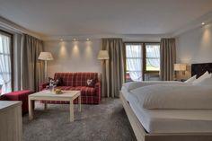 Wohnbeispiel: Alpiner Lifestyle modern interpretiert. Bed, Modern, Furniture, Home Decor, Environment, Cottage Chic, Homes, Homemade Home Decor, Trendy Tree