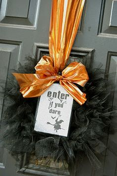 I SO LOVE THIS wreath!  Why didn't I see this at Halloween???  Totally doing it!