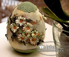 dekoracja świąteczna - wielkanocna - jajo ceramiczne Egg Crafts, Easter Crafts, Diy And Crafts, Cold Porcelain Flowers, Easter Egg Designs, Diy Ostern, Grenade, Easter Parade, Egg Art
