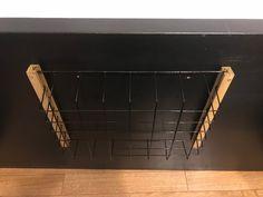 リビングテーブルの下に、リモコンなどの小物を入れるための引き出しが欲しかったので、他の方のアイデアを参考にセリアのアイテムで引き出しを作りました。