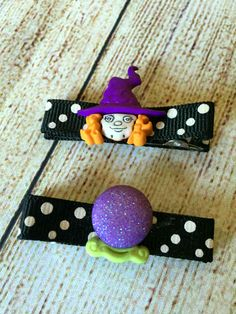 Add a little funky flair to your outfit with this set of Halloween hair clips.Clips are fully lined with ribbon and have non slip grips to keep them in place.This set features a cute, little witch and her glittery crystal ball on black and white polka dot ribbon.These clips are made as a set.