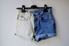 How to make half-bleached denim shorts; you could even use this to bleach a pattern into your shorts. Cool idea but hard to read Diy Shorts, Diy Jeans, Women's Jeans, Short Jeans, Short En Jean, Diy Clothes Bleach, Bleaching Clothes, Bleached Jeans, Diy Mode