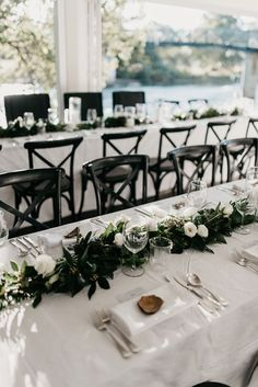Victoria and Clinton's Coastal Luxe Wedding - Modern Wedding - Formal Wedding Inspiration - Wedding Designs, Wedding Styles, Wedding Table, Wedding Ceremony, Wedding Cakes, Paradis Tropical, Luxe Wedding, Black Wedding Decor, Modern Wedding Decorations