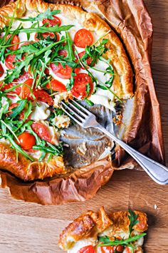 Pyszne Kadry: Tarta francuska z mozzarellą i pomidorkami Mozzarella, Quiche, Savory Tart, Food Inspiration, Camembert Cheese, Recipies, Dinner Recipes, Yummy Food, Eat