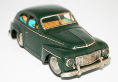 Kaname Japan 50's Volvo PV 444 L/LS Battery Operated 7.25 inches (18 cm) original tin toy car
