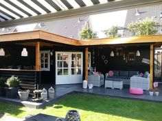 Hoek tuinhuis met plat dak via Tuin Totaal Center in Zwolle Startpagina voor tui. Backyard Pavilion, Backyard Sheds, Backyard Patio Designs, Backyard Landscaping, Summer House Garden, Home And Garden, Outdoor Life, Outdoor Gardens, Conservatory Kitchen