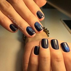 It's very effective design, executed by black shellac and dark blue glitter, will make any princess the queen of the party or New Year's Eve. Stunning glos