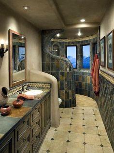 Превосходная ванная комната с элементами как традиционного, так и современного американского стиля.