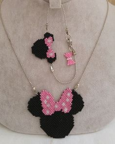 Miyuki minnie kolye-bileklik Bilgi ve sipariş için dm Seed Bead Jewelry, Bead Jewellery, Beading Projects, Beading Tutorials, Beaded Jewelry Patterns, Beading Patterns, Bead Loom Bracelets, Peyote Beading, Diy Accessories
