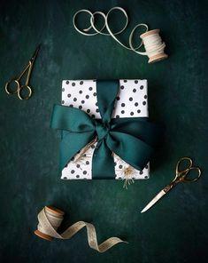 Easy Diy Christmas Gifts, Christmas Gift Wrapping, Christmas Crafts, Christmas Decorations, Christmas Ideas, Xmas Gifts, Christmas Presents, Preschool Decorations, Christmas Gift Box