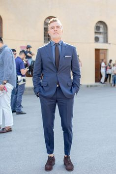 Pitti Snap - Elements of Style Best Mens Fashion, Suit Fashion, Fashion Outfits, Style Fashion, Dapper Gentleman, Gentleman Style, Mode Costume, Le Male, Tuxedo For Men