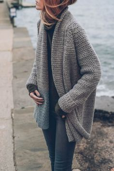 The Chunky Knit Sweater Layering a funnel neck sweater and chunky knit cardigan creates a stylishly warm look. The post The Chunky Knit Sweater appeared first on Sweaters ideas. Batwing Cardigan, Knit Cardigan Pattern, Chunky Knit Cardigan, Sweater Cardigan, Oversized Cardigan Outfit, Drape Cardigan, Big Sweater, Chunky Knits, Long Sleeve Sweater