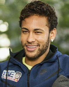 He's the only guy that I like with curly hair. Neymar Jr, Neymar Football, Sport Football, Love You Babe, My Love, Neymar Brazil, European Soccer, Star Wars, Soccer Boys