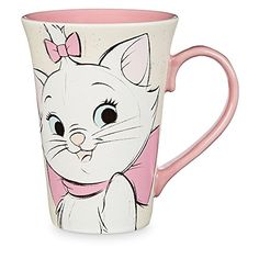 Disney Marie and Berlioz Mug - The Aristocats There's no sibling rivalry on this beautifully crafted, ceramic mug. Marie and Berlioz from The Aristocats share the spotlight in painted, close-up portraits. Kitty smiles all around! Disney Home Decor, Cute Home Decor, Disney Cups, Disney Disney, Disney Princess, Gata Marie, Disney Rooms, Painted Mugs, Character Home