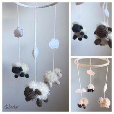 All finished with the cute little sheeps #virka #crochet #amigurumi #sheep #lamb #lamm #får #baby #barn #nursery #nurserymobile #barnrum #skötbord #skötbordsmobil #barnmobil #barnsäng #spjälsäng #babyinspo #handmade #gravid #svirkar by svirkar