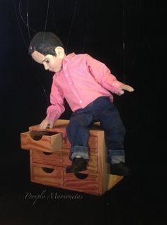 String puppet / Títeres de hilo / Marioneta Marioneta basada en un niño real: Alex. 60 cm de altura. Cuerpo articulado completo. Cruceta sencilla horizontal. Mueve la boca. Materiales: Madera (balsa, pasta), cast 300, cuero. Goal: The marionette has to be like a real child, Alex.  24 inch tall. Full articulated. Simple horizontal control. Moves mouth. Materials: Wood (balsa, paste), cast 300, leather. www.titeresymarionetas.com