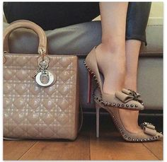 7dabb0bcbc14 Shoes with matching handbag Business Lady