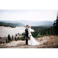 Let the images tell the story. Film-like photographs from this intimate mountainside wedding by @oliviastrohmphoto, edited with #mastinlabs #portra160.