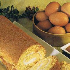 Ingredientes: 4 ovos; 3 gemas; 300 grs de açúcar; 200 grs de farinha; 1 colher (sobremesa) de fermento; 4 colheres (sopa) de água m...