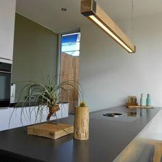 Unieke designlamp gemaakt van karaktervol Frans eikenhout en staal in de gewenste bewerking.De levertijd kan ongeveer 4 a 5 weken bedragen, maar is vaak sneller. Vraag meer info aan