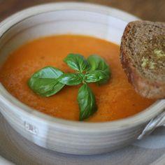 Dlouho jsem hledala recept jak udělat vynikající polévku z rajčat. A tady je. Je trošku náročnějčí na čas, ale věřte tomu, stojí to zato. Fajne jidlo přeje chutný den :) Thai Red Curry, Ethnic Recipes, Food, Meals, Yemek, Eten