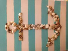 Bring canvas for characters to sign then collect shells from the beaches to make an anchor on it Seashell Crafts, Beach Crafts, Cute Crafts, Crafts To Do, Diy Craft Projects, Creative Crafts, Crafts For Kids, Arts And Crafts, Diy Crafts