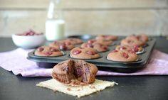 Schokoladige Muffins mit Kirschen