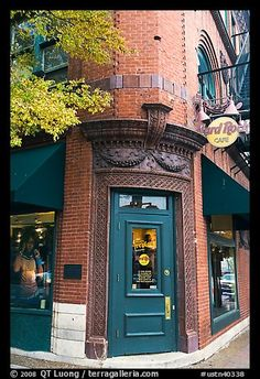 Corner entrance in brick building, Hard Rock Cafe. Nashville, Tennessee, USA