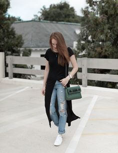 Casual street style | Ripped jeans and sneakers