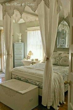 Gorgeous 90 Romantic Shabby Chic Bedroom Decor and Furniture Inspirations Shabby Chic Bedrooms, Shabby Chic Homes, Shabby Chic Furniture, Shabby Cottage, Rose Cottage, Cottage Style, Cottage Chic, Shabby Chic Canopy Bed, White Bedrooms