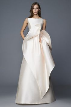 "The ""Flying Away"" Antonio Riva Bridal Collection for 2017 nuptials is a melding of vintage Hollywood glamour and contemporary chic. Couture Dresses, Bridal Dresses, Wedding Gowns, Fashion Dresses, Elegant Dresses, Nice Dresses, Formal Dresses, Couture Mode, Couture Fashion"